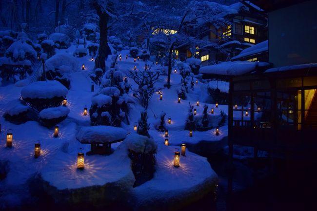 温泉宿でのんびり過ごしたいな〜と何気なく検索していたところ、ろうそくの灯が灯る美しい写真が目に留まって、見てみたい!とクリックして出てきたのが、福島の会津・東山温泉にある「向瀧」というお宿でした。<br />12月おわりから2月いっぱいの間、旅館の中庭で雪見ろうそくを灯しているそうです。<br />老舗旅館だし、どうせ高いんだろうな・・・と思ったんですが、手が出せないほどの高さではなかったので、寒い冬のゆったり温泉旅の行き先に決めました。<br /><br />会津で何をするかとか全く決めず、お宿でのんびりしようを目的に出かけてきました。