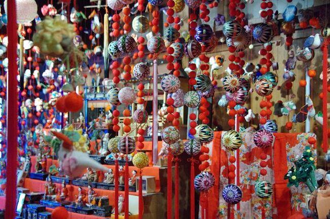 3月3日に飯能の雛祭りを観に出かけた。街中が雛飾りをしていた、<br />昔からの雛様は、少なくつるし雛が多かった。