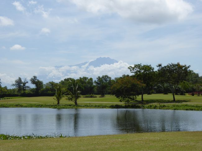2015年3月5日〜8日<br />マレーシア サバ州 コタキナバルに妻と二人で行ってきました。<br /><br />目的はリゾートでのんびり&ゴルフです。<br /><br />ゴルフは6日(金)と8日(日)の二日間プレーしました。<br /><br />常夏のゴルフは大変ハードでしたが、スコアより楽しむゴルフに重きを置く私たちはとても楽しくプレーできました。<br /><br />往路:マレーシア航空81便 成田発14:55  コタキナバル着22:10<br />復路:マレーシア航空80便 コタキナバル発07:30  成田着14:00<br /><br />二日目となる3月6日はいよいよダリットベイでのプレーです。<br />