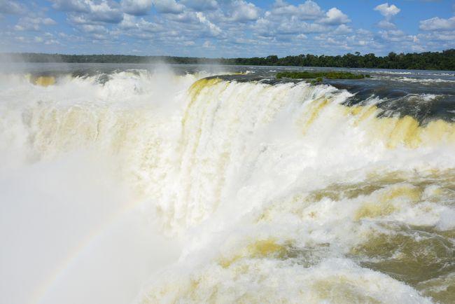 今回は3年ぶりのナンベー!<br /><br />友人と2人でアルゼンチンをメインにちょこっとブラジル、パラグアイにも行ってきました。<br /><br /><br />今回のハイライト、イグアスの滝はさすが世界最大!これぞワールドクラスな超ド級の絶景に失神しそうなぐらい感動しました。<br /><br />こちらはアルゼンチンサイド。<br /><br /><br /><br />ちなみに3年前の南米は<br />ペルー・ボリビア・チリ<br />http://4travel.jp/travelogue/10645958<br /><br /><br />日程<br /><br />3/11(水) 羽田→フランクフルト→<br />3/12(木) →ブエノスアイレス<br />3/13(金) ブエノス→エルカラファテ<br />3/14(土) ペリトモレノ氷河<br />3/15(日) エルカラファテ→ウシュアイア<br />3/16(月) ビーグル水道クルーズ&氷河トレッキング<br />3/17(火) ウシュアイア→ブエノス→プエルト・イグアス<br />3/18(水) イグアスの滝(ブラジル側)&パラグアイ<br />3/19(木) イグアスの滝(アルゼンチン側)<br />3/20(金) プエルト・イグアス→ブエノス<br />3/21(土) ウルグアイ未遂 ブエノス観光<br />3/22(日) ブエノス→<br />3/23(月) →フランクフルト→<br />3/24(火) →羽田