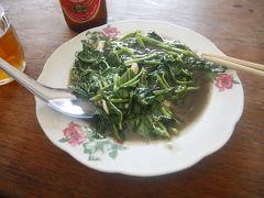 ビールを求め、ヤンゴンの街。空芯菜の炒めものは星3つ***