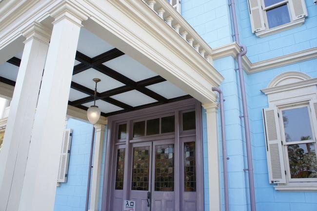 三重県桑名市の有形文化財『六華苑』国重要文化財<br />山林王と呼ばれた諸戸清六が大正時代に建てた邸宅だそうです<br />平成年26年に洋館部分を綺麗にし直したので見に行ってきました<br /><br />洋館部分は鹿鳴館を設計したジョサイヤ・コンドル作ということで、さすがに素晴らしかった