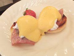 2度目のシンガポール。ラッフルズに2泊・ジョホールバルに2泊など盛り沢山~③2日目:ラッフルズの朝食とホテル内の美しさ。
