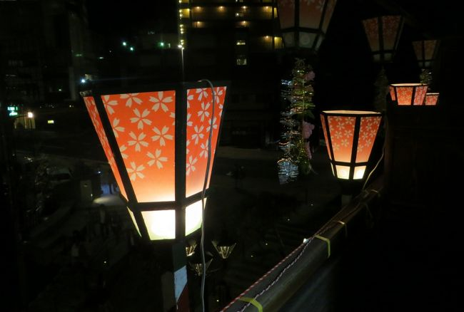 夏目漱石の小説、坊っちゃんで有名な道後温泉紹介の続きです。昭和天皇が使われた石造りの風呂や、休憩された金箔造りの部屋の玉座なども見学しました。