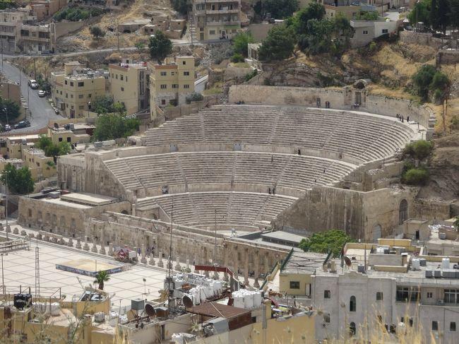 「アンマン」にある「ローマ劇場」は「ローマ時代」の「アントニウス・ピウス(在位138〜161年)」の治世に建てられた「ヨルダン」で「最大規模のローマ劇場」です。<br /><br />「33列」の「6000人」が収容できます。<br /><br />近くには「紀元後2世紀頃」に建てられた「オデオン(コンサート会場)」もあります。