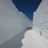 雪の立山黒部アルペンルート(信濃大町〜黒部ダム〜室堂〜富山)