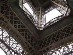 フランス~スペイン旅・パリの名所を散策・・5年前は大雨で辿り着けなかったエ ッフェル塔も潜れました(^^)