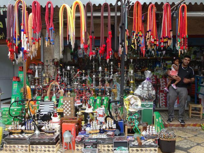 「アッコー旧市街」の「スーク(市場)」を散策しました。