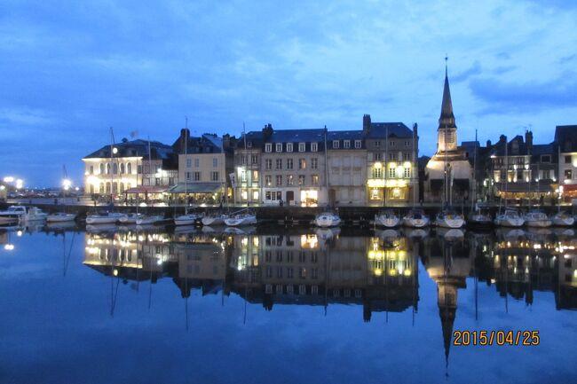 フランスの美しい村を訪ねる旅<br />最初に向かった村はノルマンディー地方の古い港町オンフルール。<br />この街はパリからわりと近いこともあり人気の街である。<br />我々もパリドコール空港に夕方に到着したが200キロほどレンタカーを飛ばし始めの宿はここにした。<br />1オンフルール     古い港町<br />2モンサンミッシェル 最も有名な世界遺産 <br />3サンマロ      町全体が城壁に囲まれている<br />4ガンジ島      チャンネル諸島に位置するイギリス王室属領<br />5サーク島      トラクタと満天の星空<br />6ジャージ島     ジャージ牛の島<br />7ボルド       ワインの町<br />8サンテミリオン   ボルドー近郊のワイン産地のひとつ<br />9コロンジュ・ラ・ルージュ 街中の建物が赤い村<br />10メサック        もうひとつの赤い村 <br />11コンク         山の谷間にある美しい村<br />12ミヨー         ミヨー橋<br />13カルカソンヌ      2重城壁の町<br />14コルド・シュル・シェル 天空の村<br />15サン・シルウ・ラポピー フランスの美しい村のひとつ<br />16ライヨール         ナイフの町<br />17オーブラック      オーブラック牛とのびるチーズ<br />18サン・シェリー・ドブラック サンティアゴ・デ・コンポステーラ巡礼路の村<br />19パリ