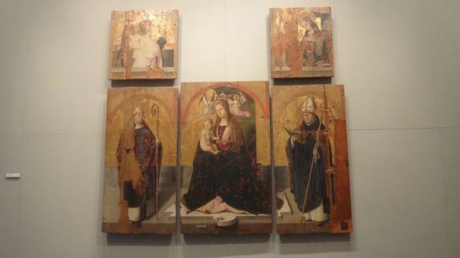 到着後、メッシーナ博物館から見学を始めました。<br /><br />写真は、展示品。