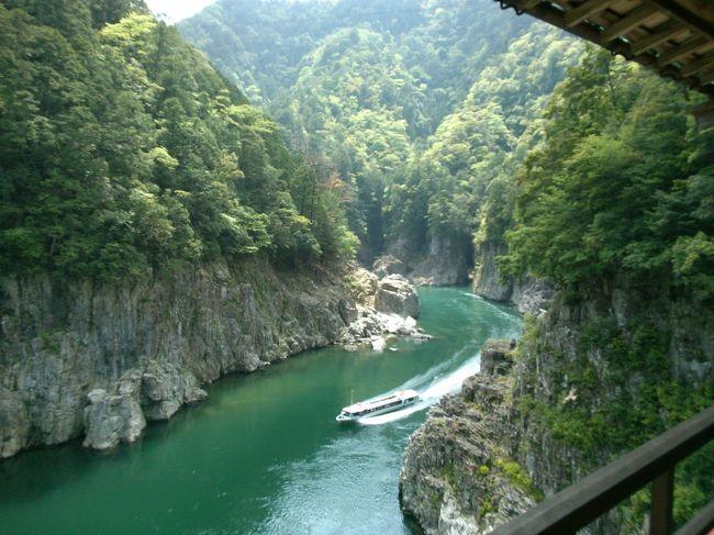 数年来気になっていた所にようやく行けました<br /><br />このホテルは奈良、和歌山、三重3県に接する位置にあります<br /><br />眺めは瀞八丁