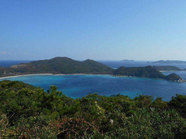 弾丸海外の旅とか、マニアックな国内の旅を好む私ですが、<br />たまには「ベタ」(関西芸人がいうところの定番中の定番の意)<br />な観光地を訪れることがあります。<br />今回は、沖縄県にある慶良間諸島のひとつ「座間味島」をご紹介します。<br />沖縄に仕事のついでに立ち寄ってみました。<br /><br />★「ベタ」な観光地シリーズ<br /><br />ニセコ(北海道)<br />http://4travel.jp/travelogue/10557930<br />美瑛&青い池(北海道)<br />https://4travel.jp/travelogue/10417987<br />幸福駅&ばんえい競馬(北海道)<br />http://4travel.jp/travelogue/10417731<br />高山稲荷神社&鶴の舞橋(青森)<br />https://4travel.jp/travelogue/11404300<br />下北半島(青森)<br />http://4travel.jp/traveler/satorumo/album/10437472/<br />岩木山&こみせ(青森)<br />http://4travel.jp/travelogue/10557256<br />田んぼアート(青森)<br />http://4travel.jp/travelogue/10993533<br />弘前&十二湖(青森)<br />http://4travel.jp/traveler/satorumo/album/10490992/<br />平泉&伊豆沼・内沼の白鳥&松島(岩手&宮城)<br />https://4travel.jp/travelogue/11499615<br />多賀城(宮城)<br />http://4travel.jp/traveler/satorumo/album/10688179/<br />仙台光のページェント(宮城)<br />http://4travel.jp/travelogue/11207650<br />宮城蔵王キツネ村(宮城)<br />https://4travel.jp/travelogue/11345894<br />秋田竿灯まつり(秋田)<br />http://4travel.jp/travelogue/10941648<br />山寺(山形)<br />http://4travel.jp/traveler/satorumo/album/10785796<br />蔵王&天元台(山形)<br />http://4travel.jp/travelogue/10571930<br />蔵王樹氷(山形)<br />http://4travel.jp/traveler/satorumo/album/10450750/<br />天童の人間将棋(山形)<br />http://4travel.jp/traveler/satorumo/album/10768677<br />海鮮食べ放題バスツアー (山形)<br />http://4travel.jp/travelogue/11048424<br />月山&山形花笠まつり&仙台七夕(山形・宮城)<br />http://4travel.jp/traveler/satorumo/album/10557069/<br />カシマサッカースタジアム&真壁(茨城)<br />http://4travel.jp/travelogue/10556710<br />日光東照宮(栃木)<br />http://4travel.jp/traveler/satorumo/album/10428289/<br />奥日光(栃木)<br />http://4travel.jp/traveler/satorumo/album/10420786/<br />浅間山・伊香保・赤城(群馬)<br />http://4travel.jp/traveler/satorumo/album/10422735/<br />迎賓館&参議院(東京)<br />https://4travel.jp/travelogue/11351073<br />日本橋(東京)<br />http://4travel.jp/traveler/satorumo/album/10441213/<br />羽田空港国際線ターミナル(東京)<br />http://4travel.jp/traveler/satorumo/album/10539371/<br />皇居乾通り 一般公開 (東京)<br />http://4travel.jp/travelogue/11024669<