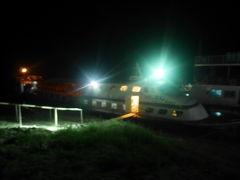 マリカ号。イラワジ川を、パガンからマンダレーまでのんびりクルーズ。日の出前出航する。