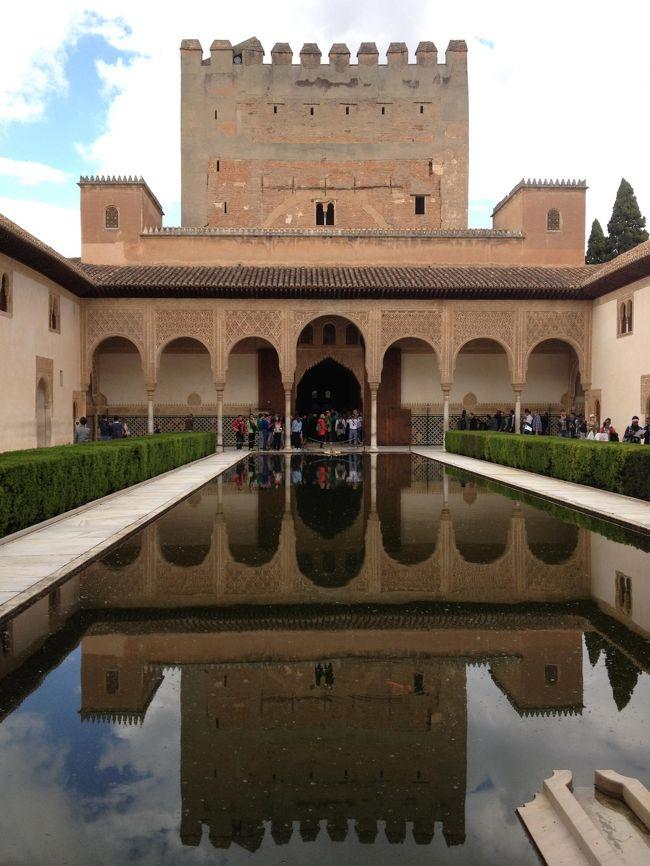2015年GWにお手頃ツアーでスペインに行ってきました♪<br /><br />この旅行記は「バルセロナちょこっと観光&タラゴナの水道橋編」の続き、グラナダのへネラリーフェ庭園とアルハンブラ宮殿を訪れた様子です。<br /><br /><旅程><br /><br />1日目 10:45 KIX発 AY0078 14:55 ヘルシンキ着<br />    17:25 ヘルシンキ発 AY3269 20:25 バルセロナ着<br />                      (バルセロナ泊)<br /><br />2日目 バルセロナ観光〜タラゴナ    (アルファファール泊)<br /><br />3日目 グラナダ観光              (グラナダ泊)<br /><br />4日目 ミハス、ロンダ観光           (グラナダ泊)<br /><br />5日目 コルドバ観光〜ラ・マンチャ      (マドリード泊)<br /><br />6日目 マドリード、トレド観光        (マドリード泊)<br /><br />7日目 10:15 マドリード発 AY3184 15:30 ヘルシンキ着<br />    17:20 ヘルシンキ発 AY0077<br />8日目  8:55 KIX着<br />