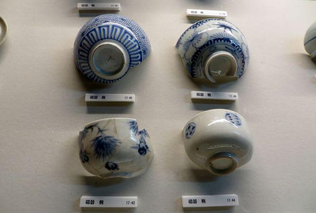 高山陣屋址の紹介です。発掘調査が行われた、敷地内にある『郡代役宅跡』から出土した陶磁器類の遺物が展示されていました。