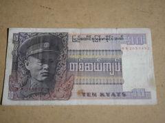 パガンでのお土産。もらったアウンサン将軍の旧チャット紙幣。