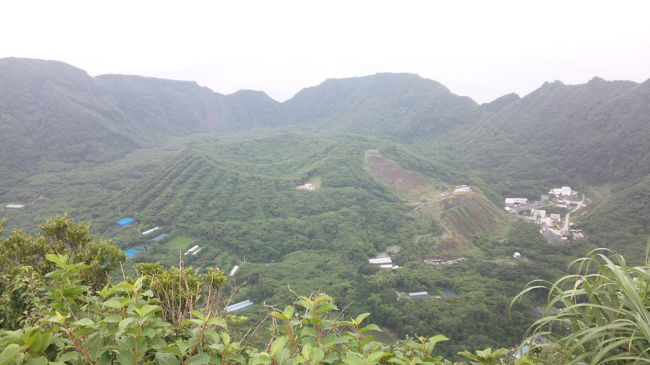 念願の青ヶ島に来ました。<br />やはりというか、天候に一喜一憂する日々でしたが,<br />行きは運よくヘリで、帰りはあおがしま丸で乗り物も楽しめました!