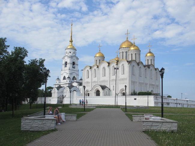 ロシア3日目<br />古都群「黄金の環」観光<br /><br />モスクワからバスで2時間<br />古都セルギエフ・パッサートへ<br />