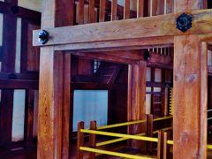 姫路城2/5 大天守に登る 行列なく悠々と ☆緻密な軸組構造と急階段