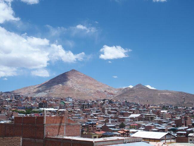 標高約4,000mと人が住む都市としては世界最高地点であるポトシを訪問。歴史の教科書でも習いましたがスペイン植民時代に銀山として開発された鉱山都市です。現在はスズが主要な産業のようですが、街並みはスペイン植民地時代の面影を残し世界遺産になっています。