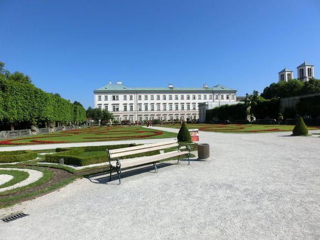 6/4(木)、17日目。6/5(金)、18日目。<br /><br />6/4。朝ミュンヘンを発ちキームゼーを周りザルツブルクに来ました。一泊します。<br />6/5。午前中ザルツブルク、午後インスブルックに向かいました。<br /><br />今回初めてドイツの外に出ました。ここはオーストリアです。といってもザルツブルクは私にはドイツと言った感じです。ウイーンよりもミュンヘンの方がずっと近いからです。<br /><br />ザルツブルクは紀元前後にローマ軍が築いた町があり、7世紀末にはドイツ圏最古の修道院が造られています。8世紀末には大司教座がおかれ1803年まで大司教の支配(司教領主)が続きました。<br />近郊で産出する岩塩の集積地として大いに栄えました。今も残る美麗な宮殿、教会、建物はその富がいかに莫大であったかを物語っています。<br /><br />モーツアルトの生地としても有名です。もっともモーツアルトは大司教と対立し若くしてザルツブルクを去りウイーンに行ってしまいます。今のザルツブルクは過去のいきさつを忘れというか棚に上げモーツアルトの遺産にしがみついています。<br /><br />写真はミラベル宮殿と庭園。<br />