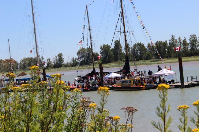 去年(2015年)のカナダディの話ですが…<br /><br />「今年のカナダ・ディはどこに行く〜?」<br /><br />なんて、話しているところに、「Ships to Shore」7月1日までの文字がTVから飛び込んできて、「スティーブストンにでも行ってみる〜?」ってことで話がまとまり、スティーブストンの漁港を見た後、船を観にきました。<br /><br />カナダディでスティーブストンに来るのは初めてだったので、ちょっとのどかで新鮮なカナダディとなりました。
