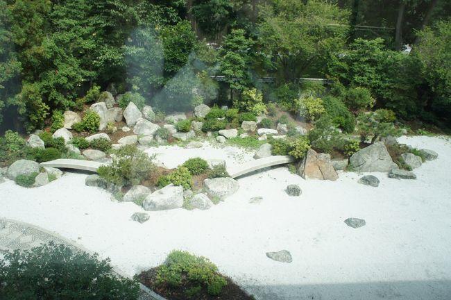 今回は四日目③です。<br />表紙の写真は二階からのぞいた日本庭園の写真です。ご立派でびっくり。<br /><br />★一日目★<br />関空<br />↓<br />JFK空港<br />↓<br />タイソンズコーナー泊(移動のみ)<br /><br />★二日目★<br />7時半 ホテル出発<br />↓<br />ワシントン市内観光 <br />・リンカーン記念館<br />・ワシントン記念塔<br />・マーティンルーサーキングメモリアル<br />・国会議事堂<br />・ホワイトハウス<br />・スミソニアン航空宇宙博物館<br />↓<br />11時半頃 ランチ<br />↓<br />フィラデルフィア美術館<br />↓<br />17時 ホテル着(フィラデルフィア泊)<br />↓<br />18時半 夕食<br /><br />★三日目★<br />9時 ホテル出発<br />↓<br />フィラデルフィア観光<br />・独立記念館<br />・自由の鐘<br />↓<br />11時頃 駅でランチ(列車が二時間遅れのためひたすら駅で待つ…)<br />(アムトラックにて移動)<br />↓<br />20時すぎ ボストン着<br />↓<br />夕食<br />↓<br />ホテル<br /><br />★四日目★<br />8時 ホテル出発<br />↓<br />ボストン観光<br />・ビーコンヒル<br />・ファニュエルホール<br />・ハーバード大学<br />・フリーダムトレイル<br />・トリニティ教会<br />・ボストン市立図書館<br />・マサチューセッツ工科大学<br />・クインシーマーケット<br />・ボストン美術館<br />↓<br />12時半 ランチ<br />↓<br />13時半 出発 バスでNYへ!<br />↓<br />18時半頃 ホテル着<br />↓<br />夕食<br />↓<br />トップオブザロックから夜景鑑賞!<br /><br />★五日目★<br />8時半 出発<br />↓<br />NY市内観光<br />・バッテリーパーク<br />・グラウンドゼロ<br />・国連本部<br />・ウォール街<br />・リバティ島に上陸、自由の女神を鑑賞<br />↓<br />13時半 メトロポリタン美術館<br />(ランチ)<br />↓<br />☆フリータイム☆<br />・カップケーキカフェ<br />・シェイクシャック<br />・五番街散策<br />・セントラルパーク散策<br />・オプショナルツアー参加(夜景ツアー)<br />↓<br />11時半頃 タイムズスクエア散策<br />↓<br />ホテル着<br /><br />★六日目★<br />8時 朝食をルパーカーメリディアンにて食べるため出発<br />↓<br />9時半 グランドセントラル駅観光<br />↓<br />うろうろしつつホテルへ<br />↓<br />11時 ホテル集合、JFK空港へ出発<br />↓<br />12時 空港着<br />↓<br />15時 関空行きチャイナエアラインにて帰国<br />↓<br />…………<br />↓<br />★七日目★<br />18時過ぎ 関空着<br /><br />お疲れ様でしたぁ!!
