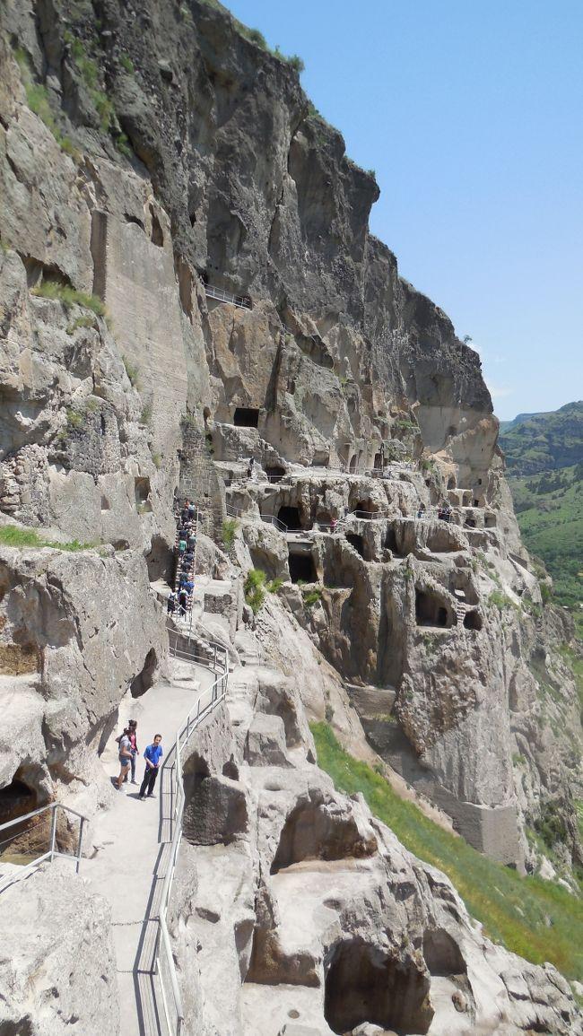 面倒な行程と思ったがヴァルジア遺跡を見たい思いを抑えられず<br />岩山の洞穴だけど行ってよかった。<br />アハルツイへ~エレヴァン(アルメニア)行きのバスがありトビリシまで戻らずに済んだ<br />