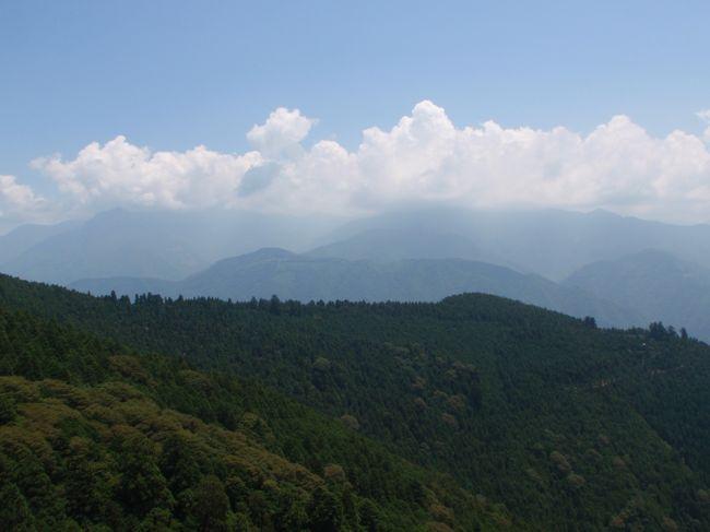 この夏富士登山を予定しています。<br />ネットでいろいろ見ているとと<br />天気や高山病、そして年々衰える体力に不安を抱えます。<br /><br />ということで、富士山を一周してきました。<br />富士山頂上のお鉢めぐりではなく、<br />富士山麓の神社、富士五湖をめぐるドライブです。