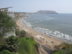 リマの海岸を歩く