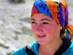 パミール高原縦断 山と花と人と 3ゴルノ・バダフシャン自治州の州都ホルグからヤン村へ、ガラム・チャシュマ温泉露天風呂経由
