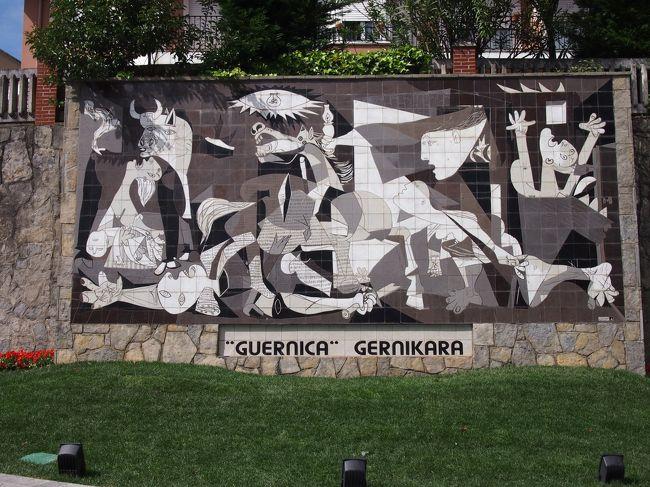 ビルバオ滞在中に日帰りでゲルニカに行ってきました。<br /><br />ゲルニカといえばピカソの作品「ゲルニカ」。数年前にマドリードに行った時にソフィア王妃芸術センターで見たことがあった。人類史上初の都市無差別爆撃がゲルニカの町で起きてそのニュースを知ったピカソが戦争に対する怒りと悲惨さを描いた作品。<br /><br />ビルバオからバスで40〜50分の距離にある町なのでこの機会に行ってみることにしました。