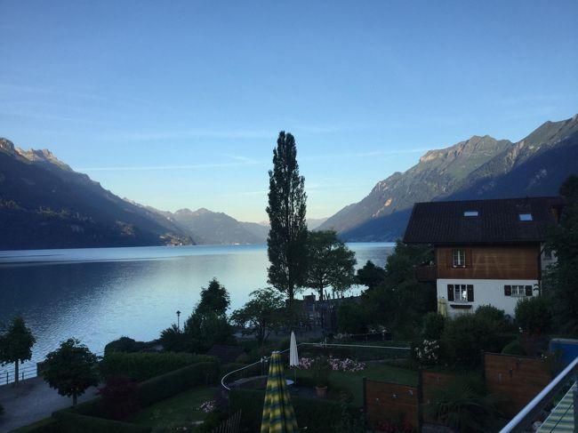個人旅行でヨーロッパを旅する事4回目、大好きなスイスはグリンデルワルド、サンモリッツに続いて3度目。  ブリエンツ湖畔 アパートメント滞在旅行です。 気がつけば私も妻もともに古希、不自由な外国語をボディランゲッジでカバーして、個人旅行の自由さに魅了され、今回はブリエンツ湖畔の滞在を計画した。   ベルナーオーバーランド リージョナルパスをチューリヒ空港駅で購入し、パスの有効路線図を潰す旅に出掛けました。  アパートメント探しのチエックポイントは・景色がよい・部屋が広い・バルコニー付き・洗濯機付き・Wifiフリー・交通の便が良い事などを譲れない条件とした。 今回は口コミ92点のアパートメントだったが私は120点あげたい。表紙の写真はバルコニーからの明け方の景色。  あちこち欲張らずに1日一ヶ所だけ、お弁当を持って10時頃ゆっくりと出掛け、早めに帰宅し別荘ライフを楽しんだ。