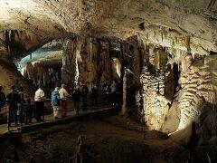 ポストイナ鍾乳洞のトロッコ