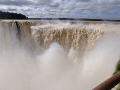 壮大なイグアスの滝: 悪魔の喉笛,上下トレイルとアルゼンチン側で歩くところは踏破