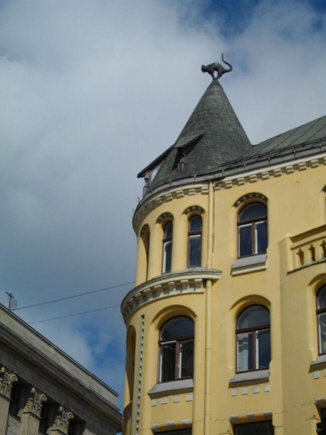 ヘルシンキを玄関口に、エストニア/ラトビア/リトアニアを巡る10日間のパッケージツアーに参加(阪急交通社)。ヘルシンキからフェリーでエストニア・タリンへ。そこからバルト3国をバスで周遊。タルトゥ(エストニア)、リガ、バウスカ(ラトビア)、ヴィリニウス、トラカイ、カナウス、シャウレイ(リトアニア)と南下。折返して、スィグルダ(ラトビア)、パルヌ、タリン(エストニア)と戻り、最後にスオメンリンナ(フィンランド)を観光して帰国。<br /> 観光擦れしていない素朴な風景とゆったりとした雰囲気を楽しめた。たまたま、時々雨が降る不安定な天気で、処により肌寒いくらい。しかし、日本の酷暑を脱出できて幸せだった。<br />
