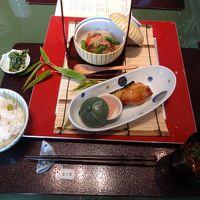 暑い東京ですが、散歩がてら日本橋三越本店 なだ万で昼食。  −  8月 2015年