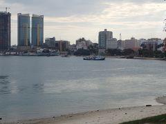 高層ビルの建設で近代化が進むタンザニアの首都を散策(東アフリカ周遊旅行)