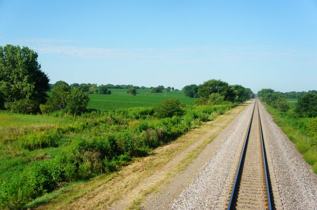 2015年夏,アメリカに行ってきました! 数々の自然や街並みをじっくり感じ,アメリカ大陸の魅力を十分に楽しむことができる旅になりました。<br /><br />【5日目】ロッキー山脈を越えた大陸横断鉄道「カリフォルニア・ゼファー」は果てしなく広がる緑の大平原の中を走り,シカゴの町を目指します。