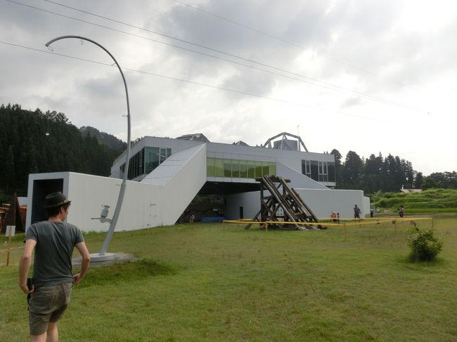 越後妻有(新潟県十日町周辺)で開催されている<br />「大地の芸術祭越後妻有アートトリエンナーレ」<br />に一泊二日で行ってきました。<br />一日目の後半は松代周辺の作品を観ました。