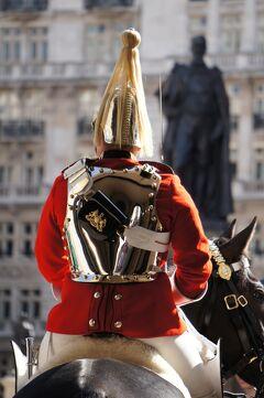 倫敦之旅(10)「ホース・ガース」で騎馬兵を見てバッキンガム宮殿とセント・ジェームズ・パークを散歩して、アーケード巡りをする。