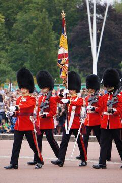 倫敦之旅(13)二度目の正直で「バッキンガム宮殿」の衛兵交代式に臨み、王室騎馬兵と衛兵の美しさに歴史と伝統を感じる。