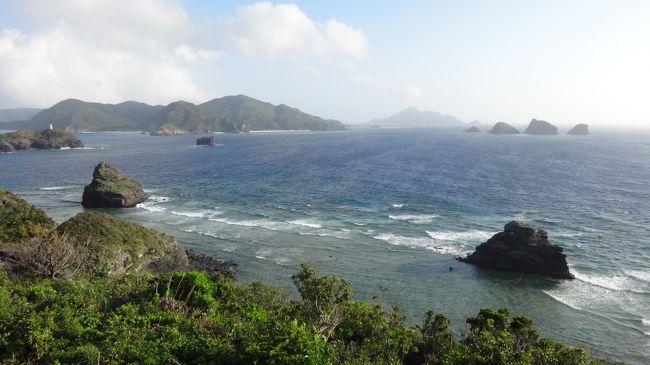 ご訪問いただきありがとうございます(^ ^)<br /><br />6月下旬に一週間ほど時間がとれることが分かり、沖縄ー香港間に今年就航したピーチのセールで航空券をゲット(^ ^)v<br />梅雨が明けるか明けないかくらいの微妙な時期でしたが、幸い旅行開始の数日前にすでに梅雨明けしており、特に座間味滞在中はずっといいお天気に恵まれて、ケラマブルーを存分に楽しむことができてラッキーでした。<br /><br />旅のスケジュール(●が本編の部分)<br /> 24日 香港→那覇 那覇泊<br /> 25日 那覇→座間味 高月山展望台、古座間味ビーチなど 座間味泊<br />●26日 阿真ビーチ、神の浜展望台など 座間味泊<br /> 27日 阿嘉島・慶留間島・外地島ハイキング、北浜ビーチなど 座間味泊<br /> 28日 座間味→那覇 レンタカーで本部町へ 美ら海水族館 本部泊<br /> 29日 本部半島周遊 レンタカーで北谷町へ 北谷泊<br /> 30日 レンタカーで那覇へ 那覇→香港<br /><br />3日目、座間味島滞在は2日目。<br />きのうは島の東側にある高月山展望台と古座間味ビーチへ行き、ケラマブルーを堪能しました。きょう午前と日中は島の西側にある阿真ビーチで過ごし、夕方にはその先の高台にある神の浜展望台で夕陽を眺めようという計画です。<br /><br />旅行記のもくじ<br />1香港出発~座間味港到着<br />http://4travel.jp/travelogue/11049176<br />2座間味島 前編(高月山展望台、古座間味ビーチ)<br />http://4travel.jp/travelogue/11049232<br />3座間味島 後編(阿真ビーチ、神の浜展望台)本編<br /><br />4阿嘉島・慶留間島・外地島<br />http://4travel.jp/travelogue/11054737<br />5泊港~本部(美ら海水族館と瀬底島)<br />http://4travel.jp/travelogue/11054740<br />6今帰仁・古宇利島~北谷~香港へ<br />http://4travel.jp/travelogue/11054747<br /><br />では、どうぞよろしくお願いします(^ ^)