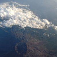 ただ今、JALで移動中(*^-^*)  第九弾>>>>大分に向けて富士山の真上(=^_^=)