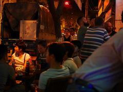 ダナンの夜、奥さんビール飲み過ぎ。ベトナム語で馬鹿は、ぐー(ngu)。寝るも、ぐー(ngủ)。。。