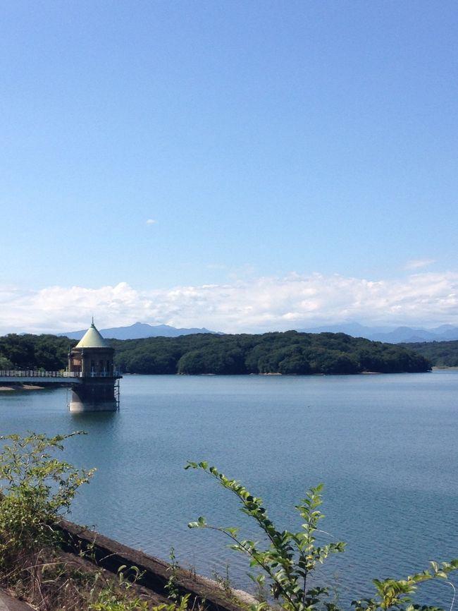 狭山湖(山口ダム:山口貯水池)は東京都民の水がめのひとつです。西武鉄道・西武球場前駅から徒歩15分くらい、都心からでも簡単に行ける場所にあります。今回は西武球場前駅そばの山口観音にお参りして御朱印をいただき、それから狭山湖周辺をのんびり歩きました。