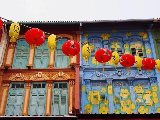 シルバーウィークはバンコクへ。<br />その前に3年ぶりにシンガポールも1日だけ寄ってきた。この日のマーラインオンは、なんとピンクや黄色のパステルカラー!<br /><br />シンガポール・F1グランプリとシンガポール建国50周年が重なって、街中デコレーションされていて、いつもより更に華やかなムードだった。<br /><br />その一方でちょうど週末のF1シンガポール・グランプリと重なり、ホテルはどこも満室でホテル探しにかなり苦労したけど。<br /><br /><br />午後から1日だけの滞在だったので、あまり時間がなかったけど、<br />4度目の今回はチャイナタウンとマリーナベイエリア中心に散策。<br /><br /><br />羽田 23:45発のエアアジア D7 523でクアラルンプールKLIA2で乗継。<br />KL    08:35発 シンガポールT1 09:50着<br /><br /><br /><br />最近、仕事が忙しくてすっかり4Tご無沙汰ですが、記憶があるうちにバンコク最終日まで旅行記作成したいと思います。