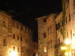 トスカーナ地方、サンジミニャーノと 小さな町、モンテリッジョーニ、 コッレ・ディ・ヴァル・デルザ