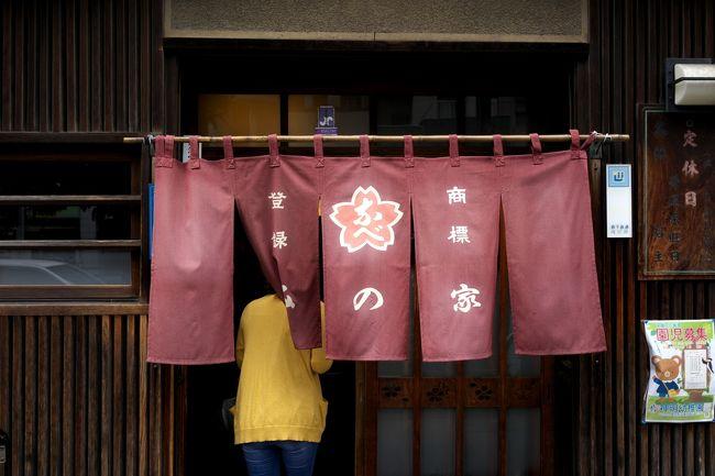 東京で桜なべと言ったら吉原大門にある「中江」が有名ですけど、下町の「みの家」だって負けてはいません(笑)<br /><br />どっちの店も味はうまいですけど、中江のほうが少々値段がお高め。<br />みの家はやはり下町価格ってことで(^_^)<br /><br />みの家<br />http://www.e-minoya.jp/<br />中江<br />http://www.sakuranabe.com/index.html