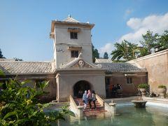 2015年SWはジャワ島の世界遺産へ・・2日目午後☆レストラン「Abhayagiri」でランチと水の離宮「タマンサリ」♪